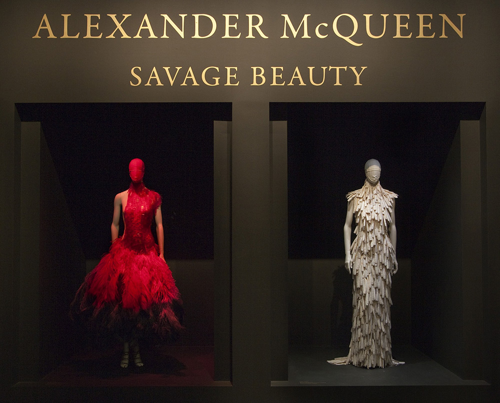 Andrew Bolton - Alexander McQueen: Savage Beauty