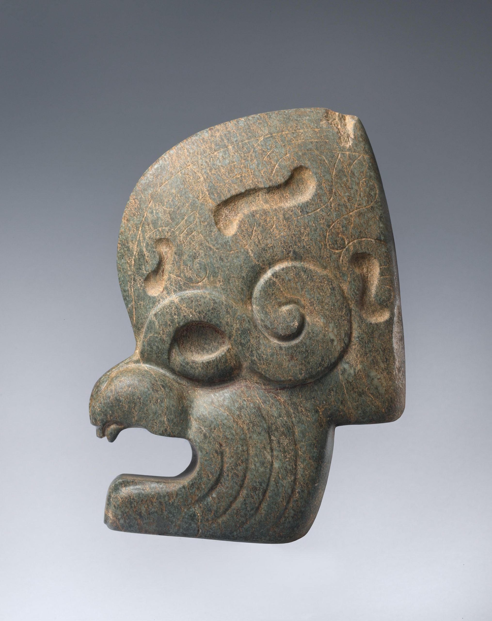 Metate sculpture stylized to resemble an eagle.