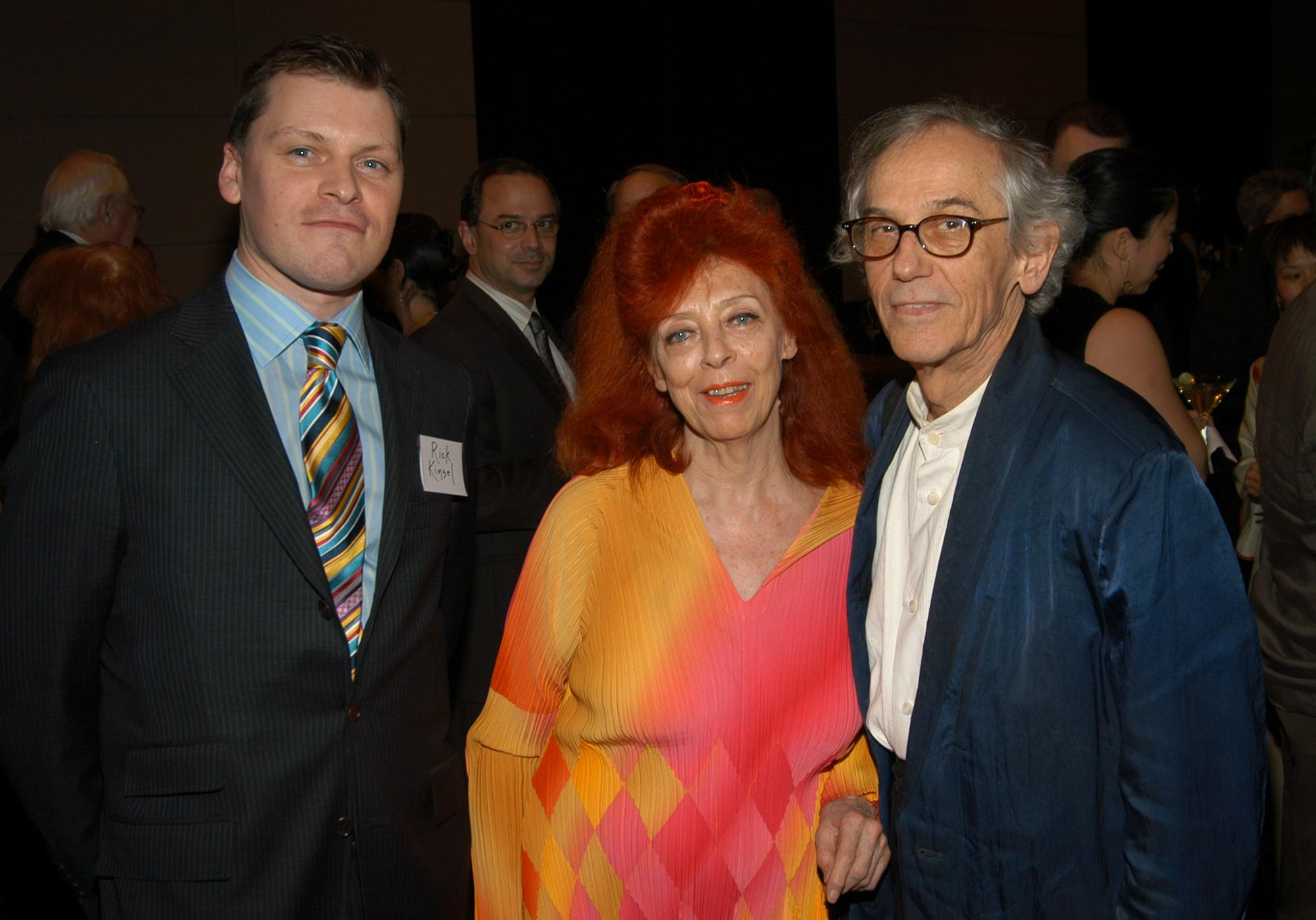 Rick Kinsel welcomes Jeanne-Claude and Christo to the 2006 Vilcek Foundation awards gala.