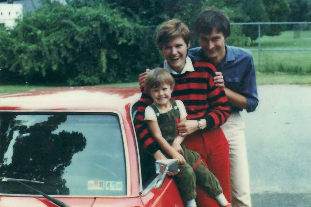 Katalin Karikó's family and their red car in 1985.